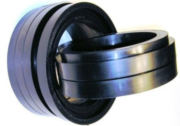Rubbered conveyor rollers and rubber rings for conveyor rollers